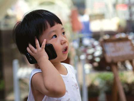 Dưới 15 tuổi không nên xài điện thoại di động
